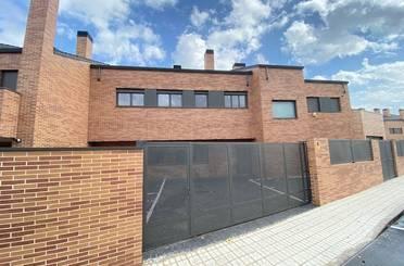 Casa adosada en venta en Urb. Belvalle