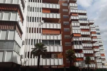 Piso en venta en C/ Hermanos Pinzón, Villafontana - Estoril I