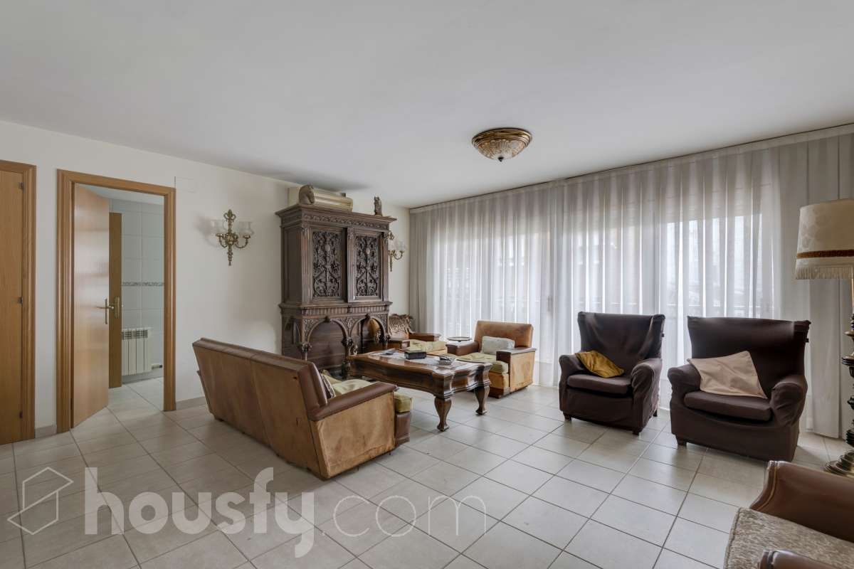 Piso  Calle carrer del doctor coca, 00. Sensacional piso con terraza en igualada jaime vende su piso de