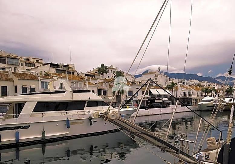 Foto 1 de Estudio para compartir en Muelle Real, Puerto Banús, Málaga