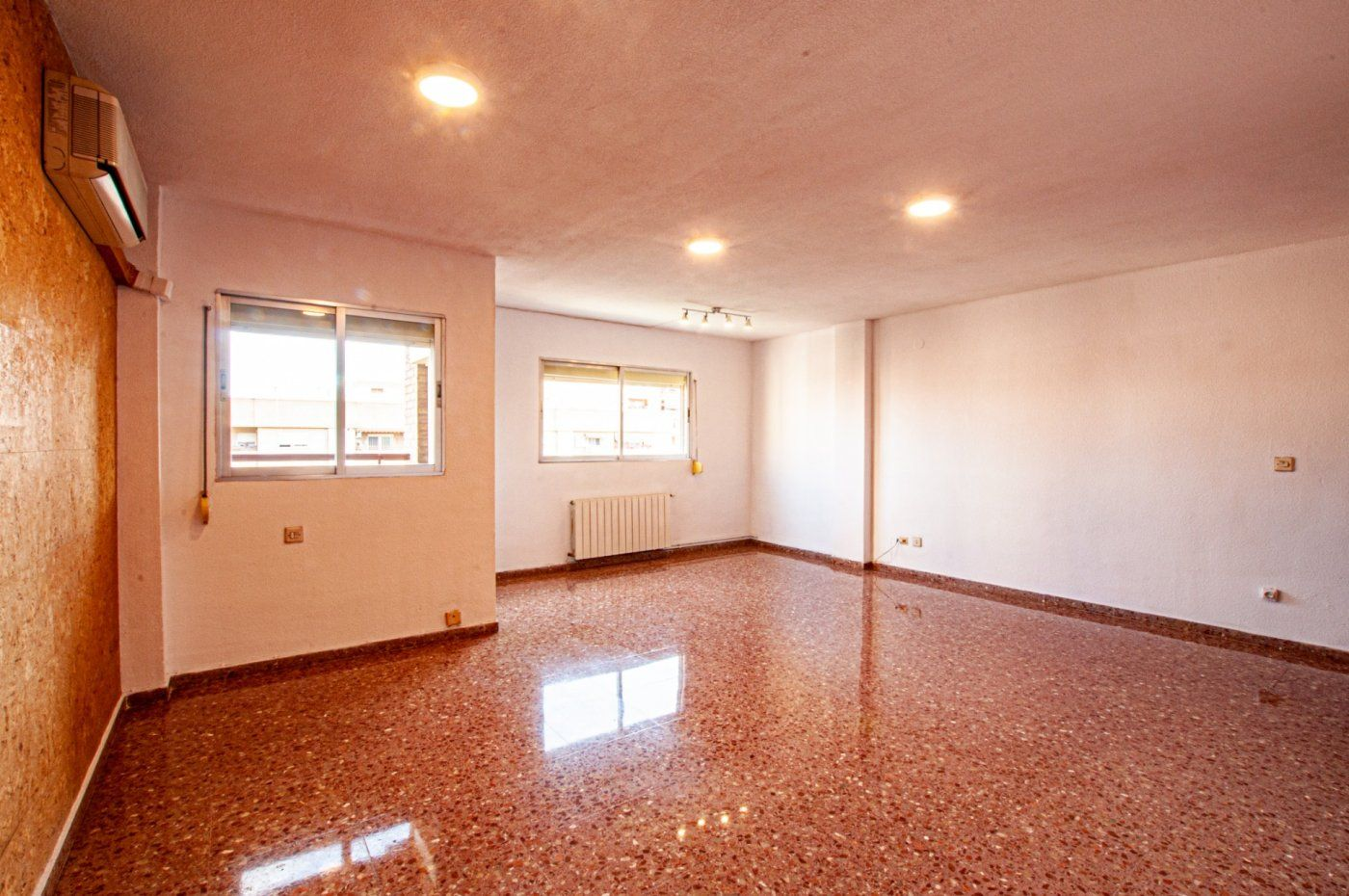 Alquiler Piso  Plaza alqueria nova. Vivienda muy luminosa y amplia sin amueblar, muy alto.