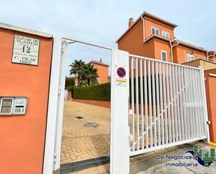 Casa adosada en venta en Calle Pilar Miró, 12, Tomares