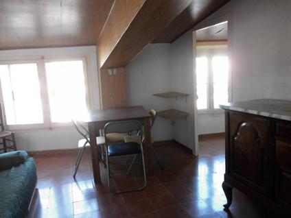 Lloguer Pis  Calle la cort. Superf. 75 m²,  3 habitaciones (1 doble,  2 individuales),  1 ba