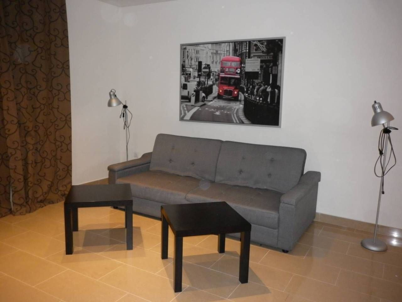 Lloguer Pis  Calle esperanto. Superf. 61.74 m², útil 61.74 m²,  1 habitación doble,  1 baño, c