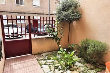Casa adosada en venta en La Puebla de Alfindén