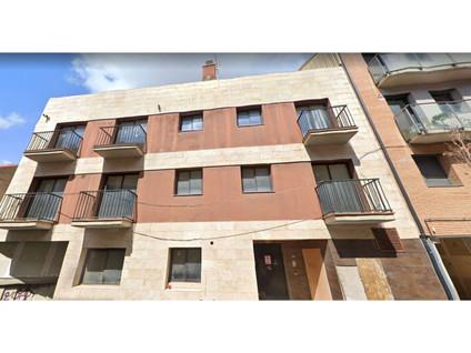 Edificio  Calle josep carner. Promoción con obra paralizada en terreno de 214 m2, y edificabil