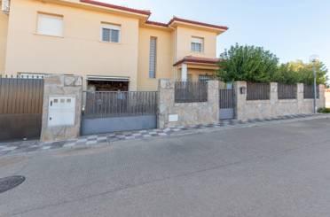 Casa adosada en venta en Calle Almendro, 2, Montellano