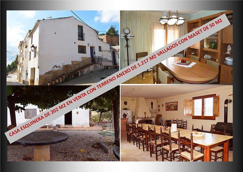 Casa  Pira ,zona poble. Casa esquinera de 202 m2   parcela de 1.217 m2 vallada, con mase