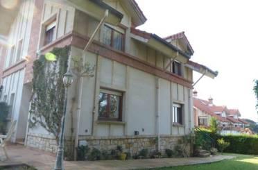 Casa adosada de alquiler en Riesgos, Arnuero